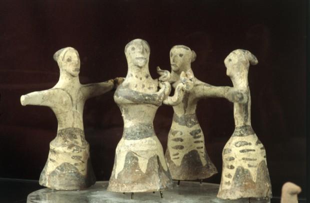 danzatrici terracotta palecastro creta danza