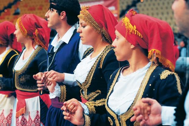 balli cretesi in costume tradizionale tradizione