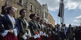 donne greche in festa oggi