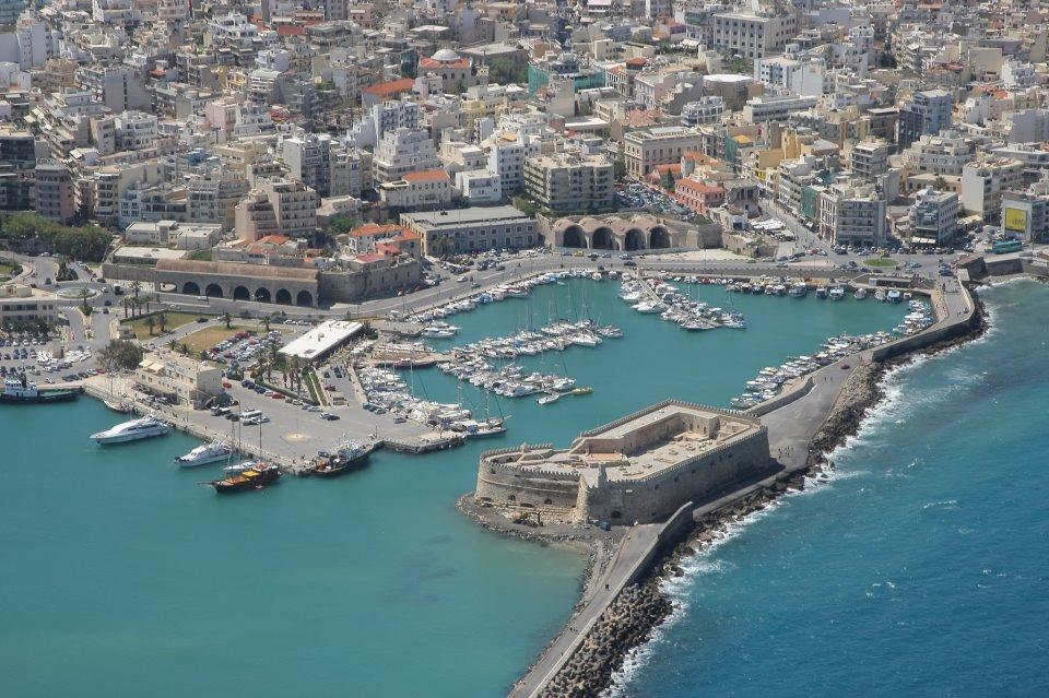 A Creta in aereo, ma anche in nave; dal Pireo a Heraklio o Chania