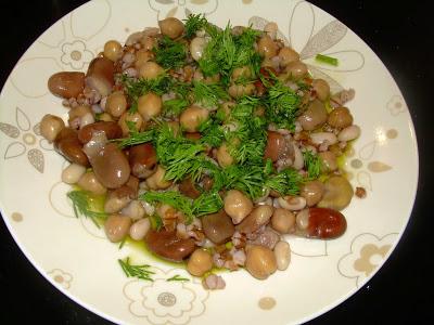 piatto di legumi e semi vari epifania a Creta cucina tipica cretese