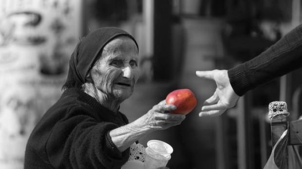 vecchia offre una mela magia